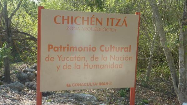 P1060214-Chichen-Itza.JPG